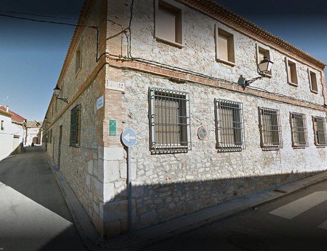 Edificio de las Escuelas del Santo.jpg
